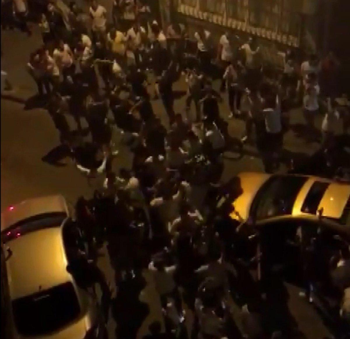 Kadıköy'de kilise kapısı üzerinde dans ettiler  #6