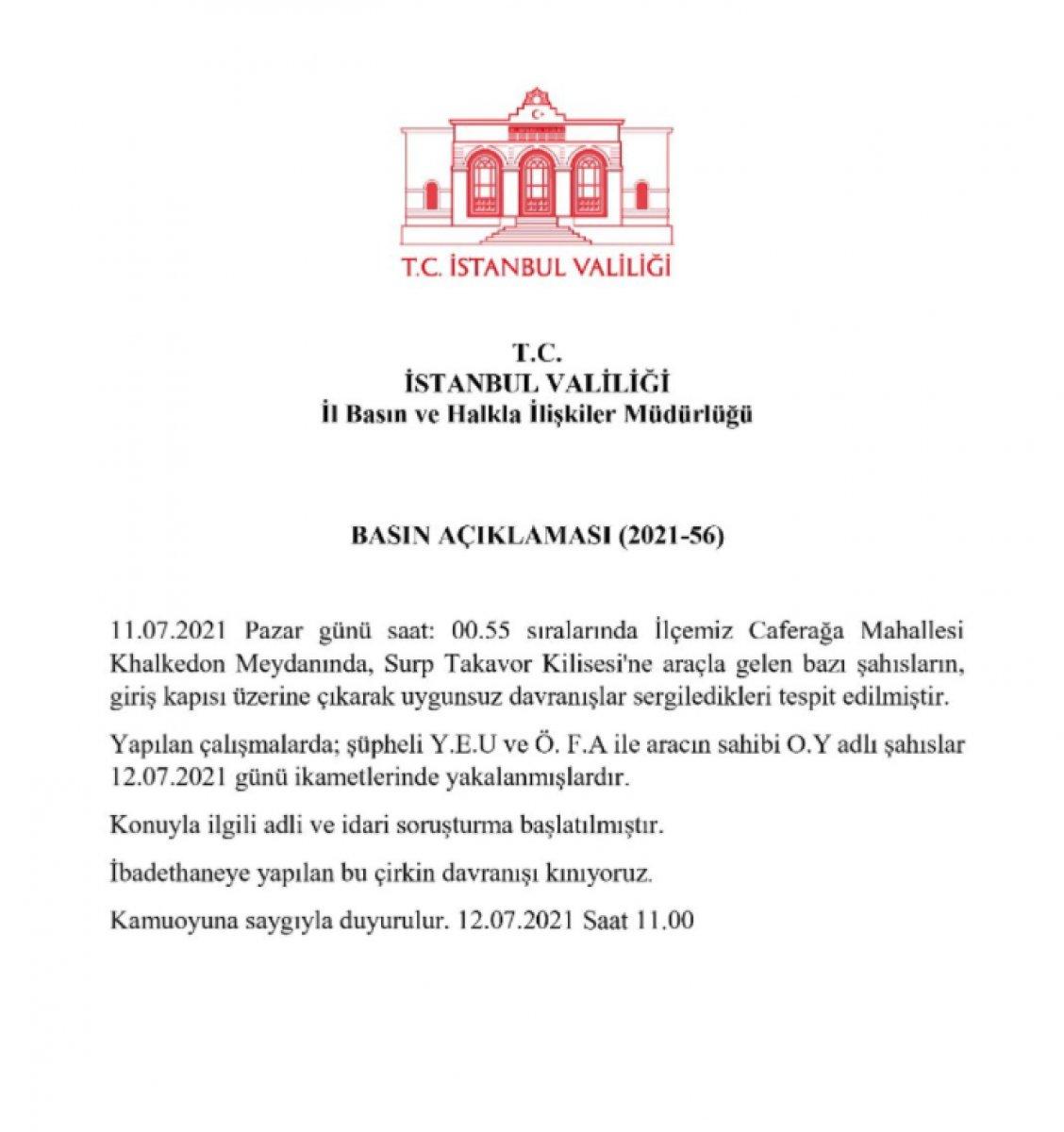 Kadıköy'de kilise kapısı üzerinde dans ettiler  #9
