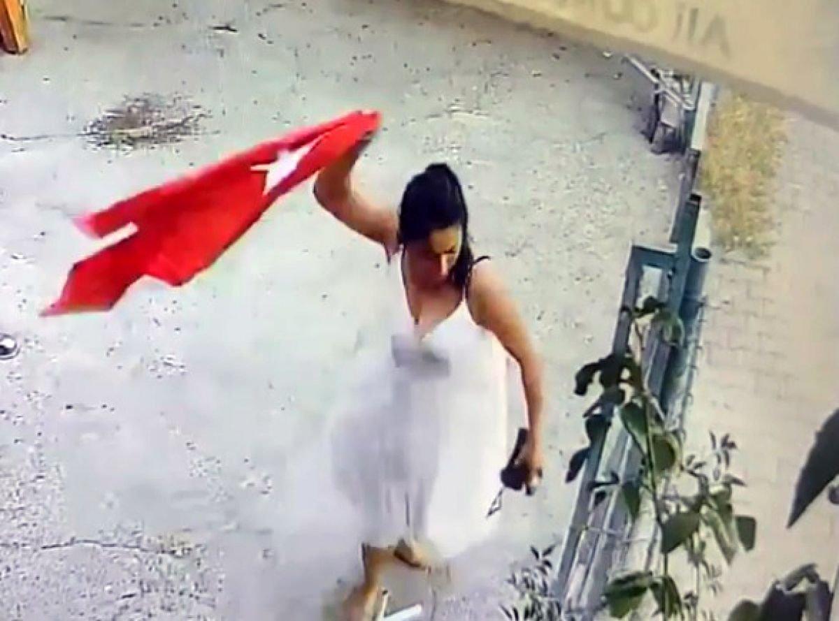 Adana da Türk bayrağını koparan kadın tutuklandı #1