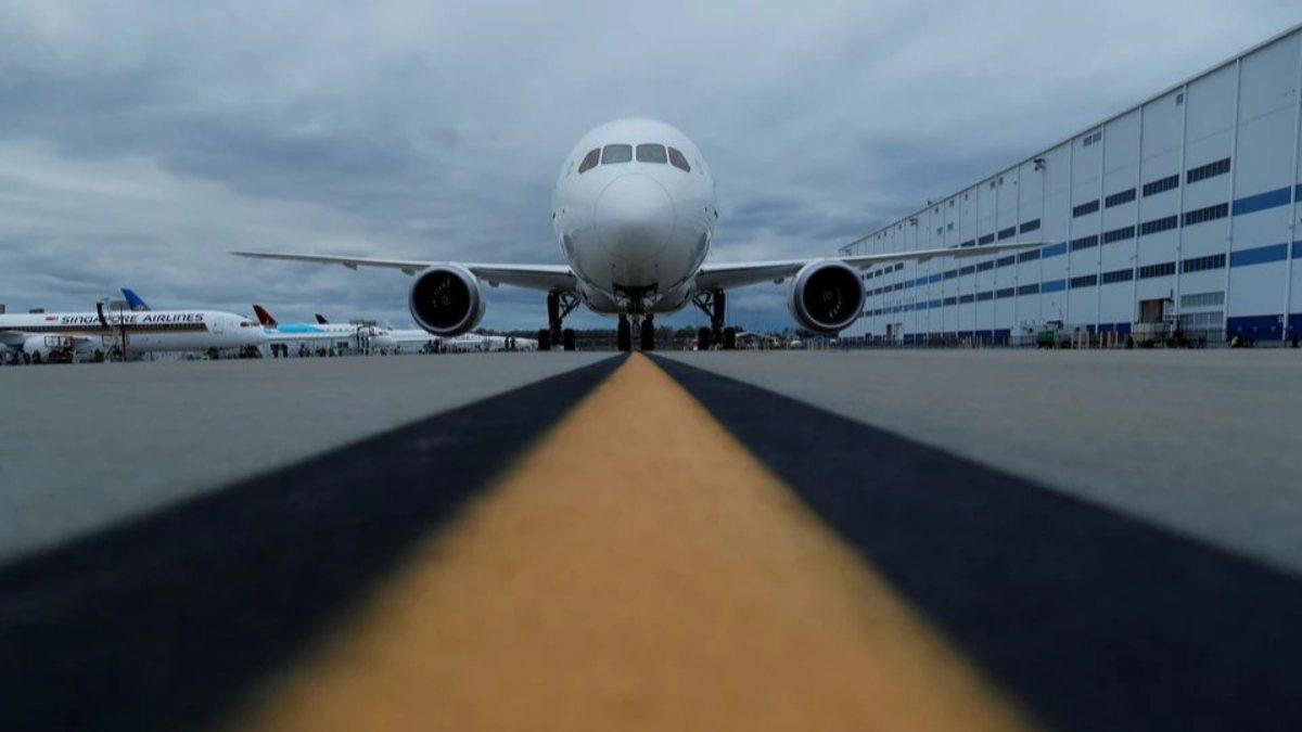 Boeing, 787lerde üretimi azaltacak