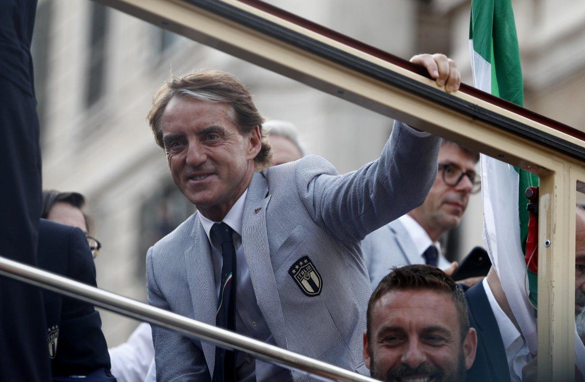 Şampiyon İtalya, Roma da şampiyonluk turu attı #6