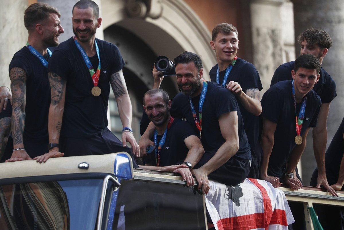 Şampiyon İtalya, Roma da şampiyonluk turu attı #7
