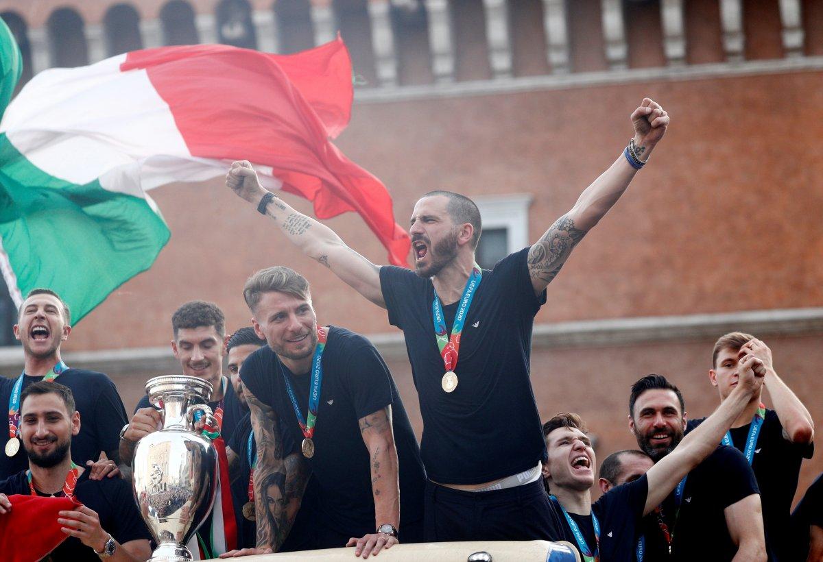 Şampiyon İtalya, Roma da şampiyonluk turu attı #1