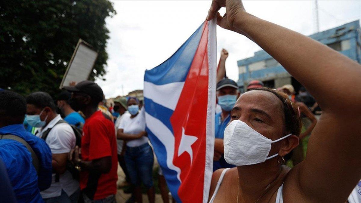 Küba da hükümeti protesto edenler gözaltına alındı #3