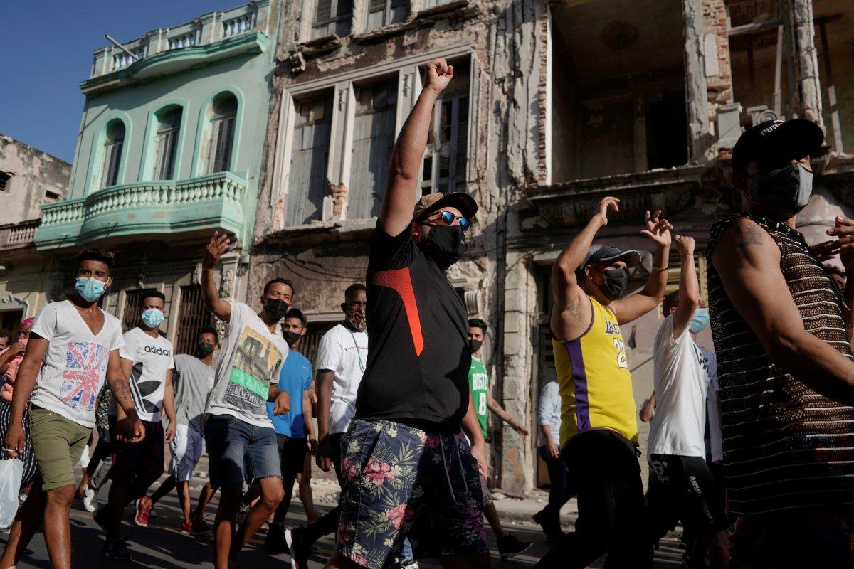 Küba da hükümeti protesto edenler gözaltına alındı #9