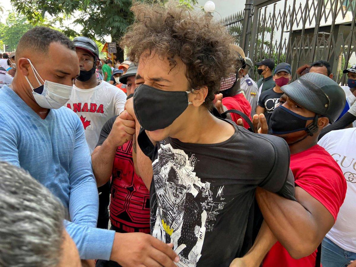 Küba da hükümeti protesto edenler gözaltına alındı #1