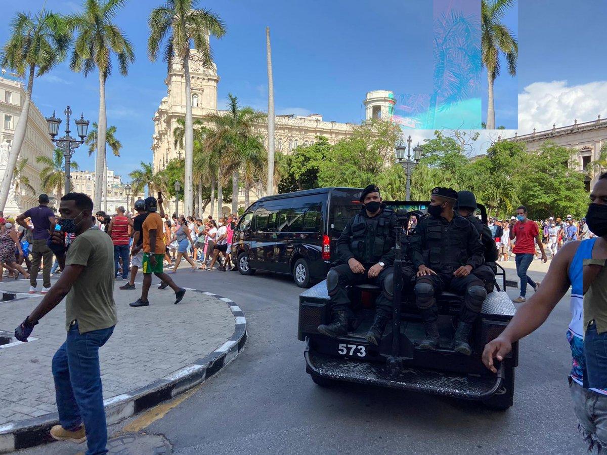 Küba da hükümeti protesto edenler gözaltına alındı #5