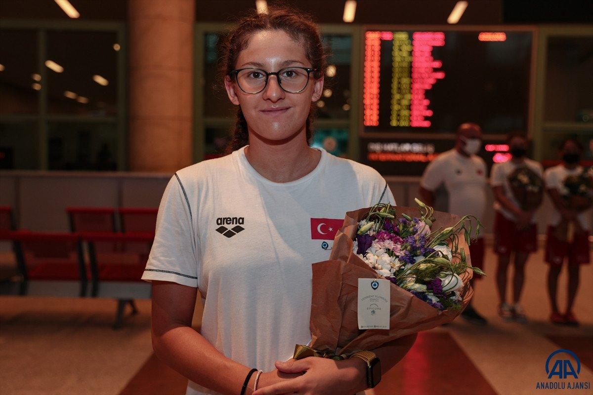 Avrupa Gençler Yüzme Şampiyonası nda 15 madalya kazanan milli takım yurda döndü #4