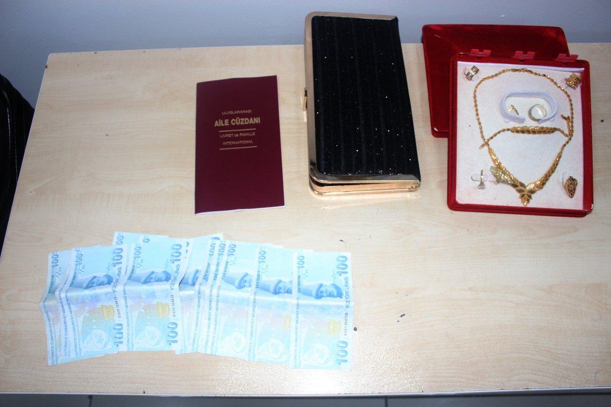 Adıyaman'da içi ziynet ve para dolu valiz Afgan çifte teslim edildi #2