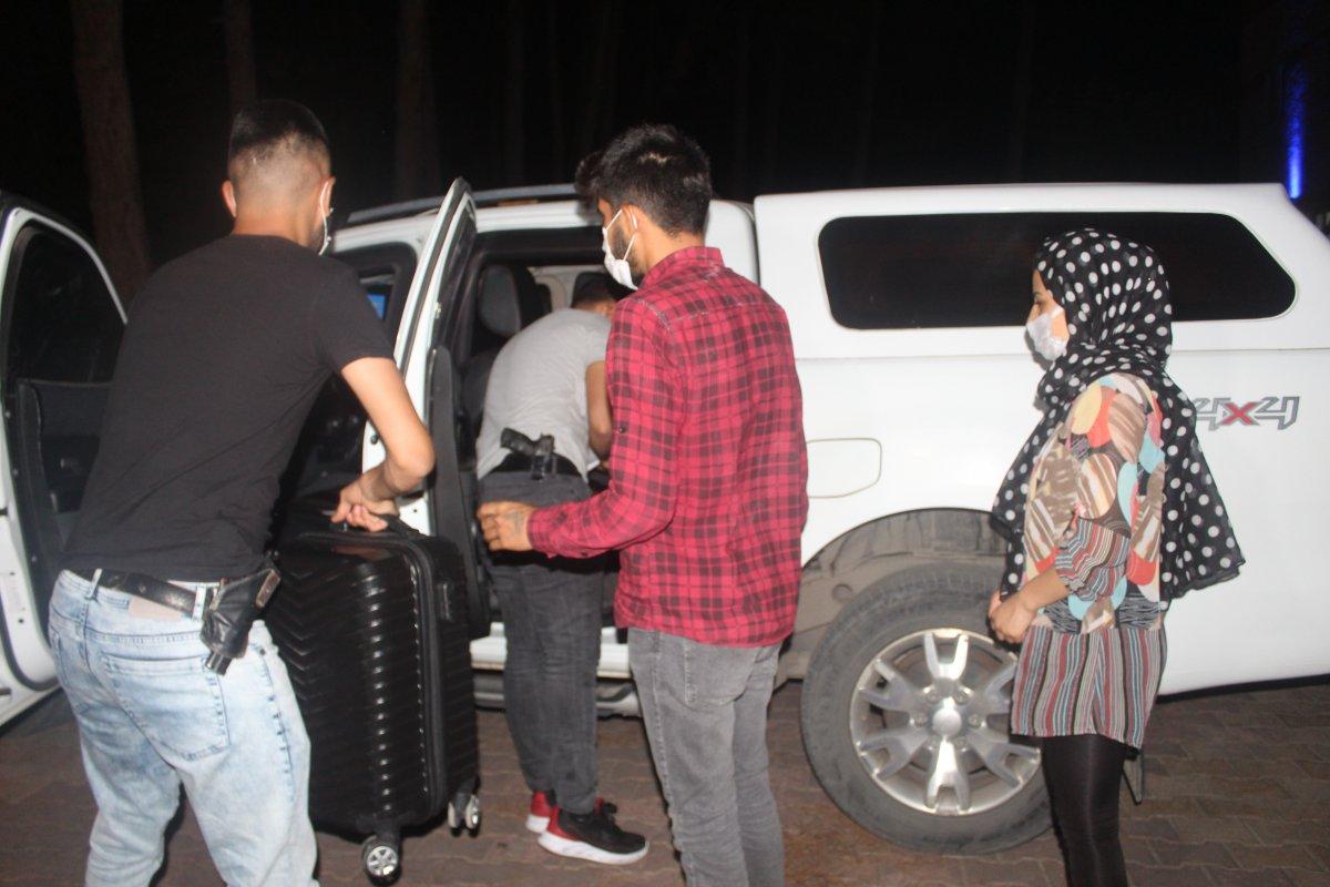 Adıyaman'da içi ziynet ve para dolu valiz Afgan çifte teslim edildi #1