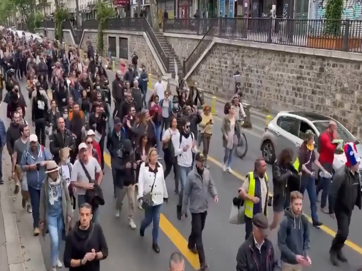 Fransa da halk  kahrolsun diktatörlük  sloganıyla gösteri düzenledi  #3