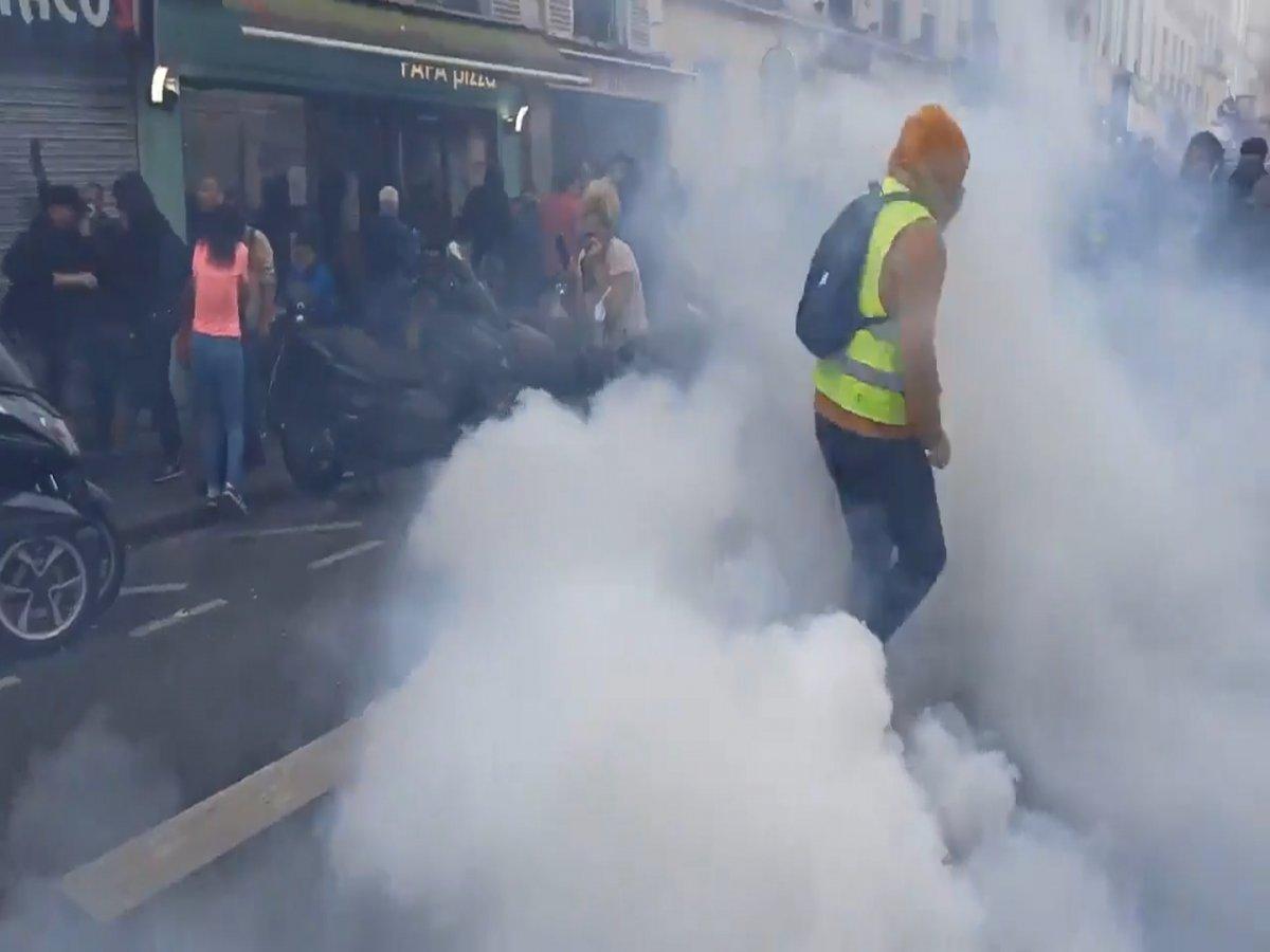 Fransa da halk  kahrolsun diktatörlük  sloganıyla gösteri düzenledi  #5