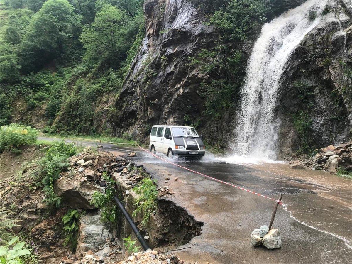 Rize ve Giresun da sağanak yağış nedeniyle yolları su bastı #9