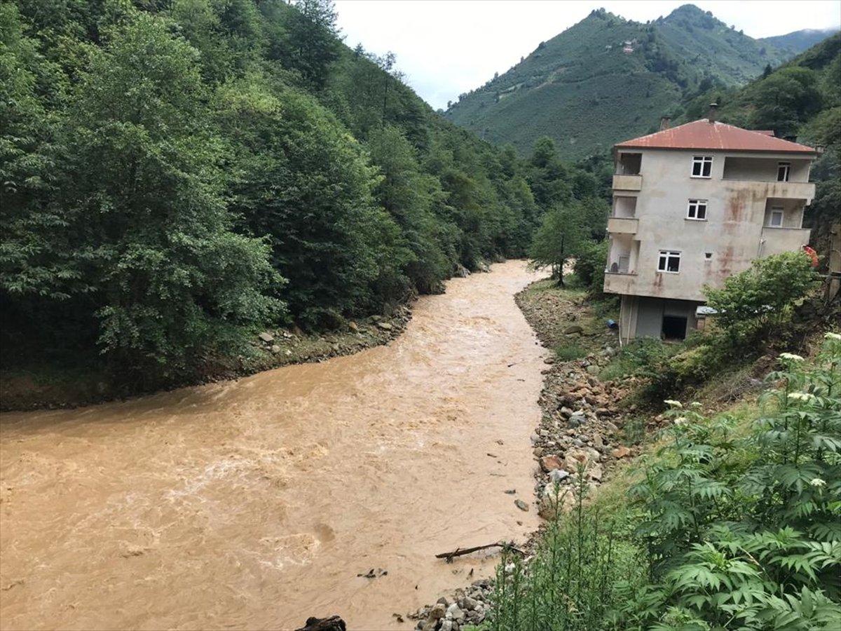 Rize ve Giresun da sağanak yağış nedeniyle yolları su bastı #7