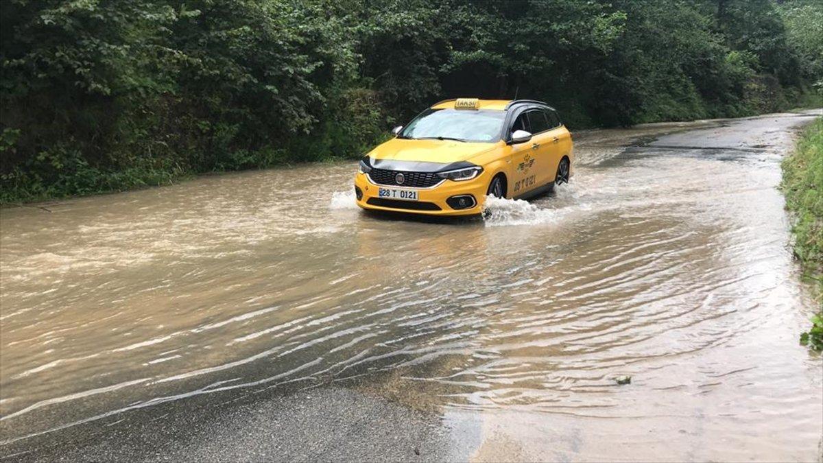 Rize ve Giresun da sağanak yağış nedeniyle yolları su bastı #11