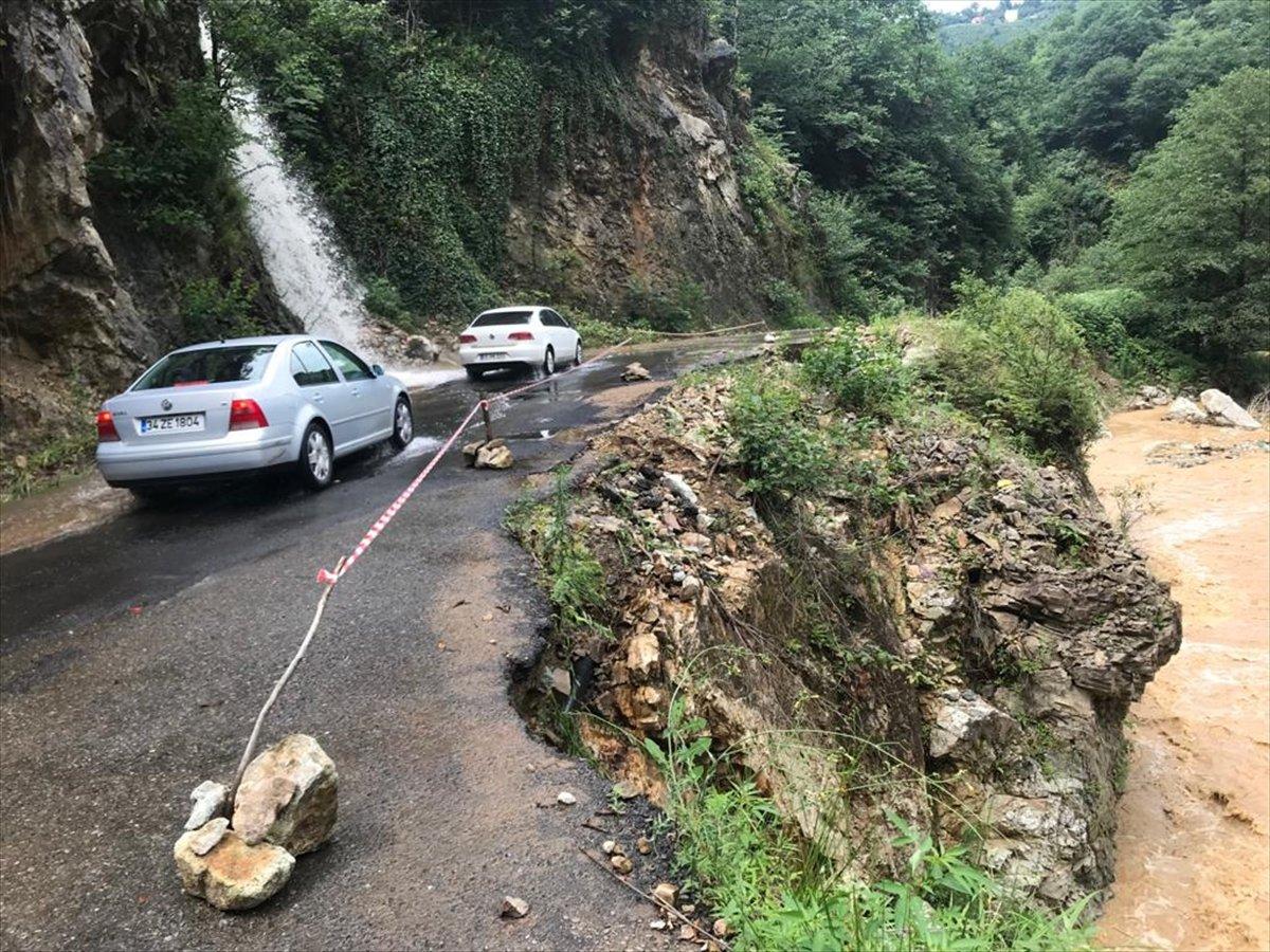 Rize ve Giresun da sağanak yağış nedeniyle yolları su bastı #10