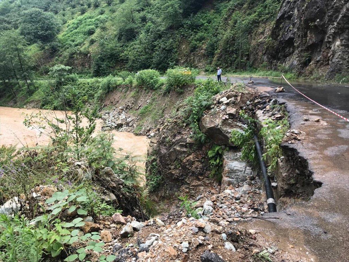 Rize ve Giresun da sağanak yağış nedeniyle yolları su bastı #6