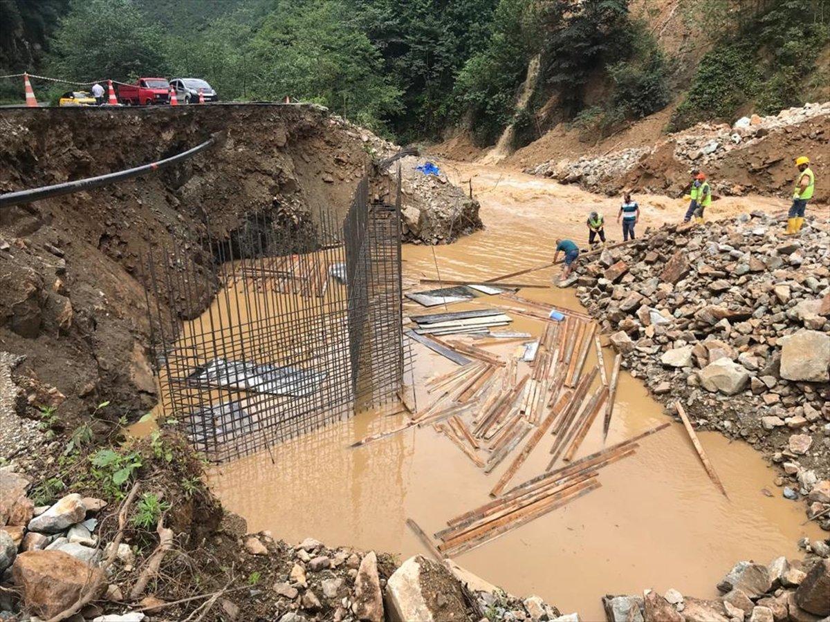 Rize ve Giresun da sağanak yağış nedeniyle yolları su bastı #5