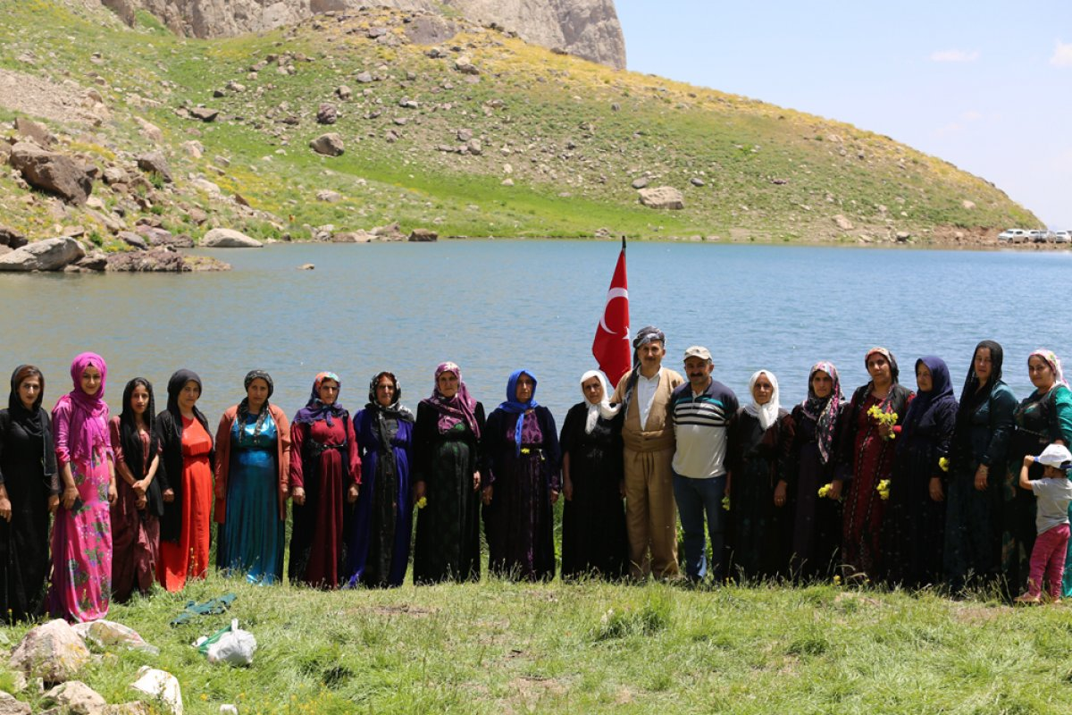 Terörden temizlenen Çarçel Yaylası'nda, Türk bayrakları ile halay çekildi  #4