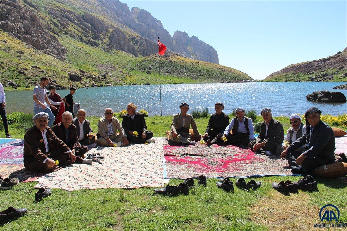 Terörden temizlenen Çarçel Yaylası'nda, Türk bayrakları ile halay çekildi  #2