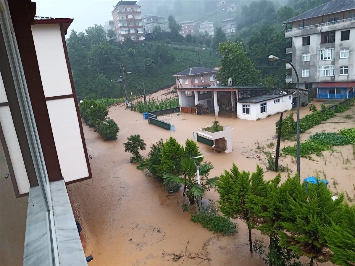 Rize ve Giresun da sağanak yağış nedeniyle yolları su bastı #2