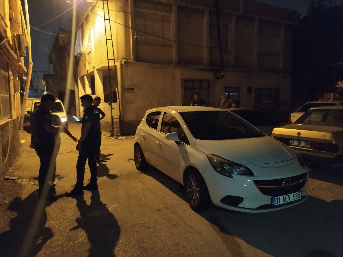 Adana da polisin yanında havaya ateş açanlar yakalandı #1