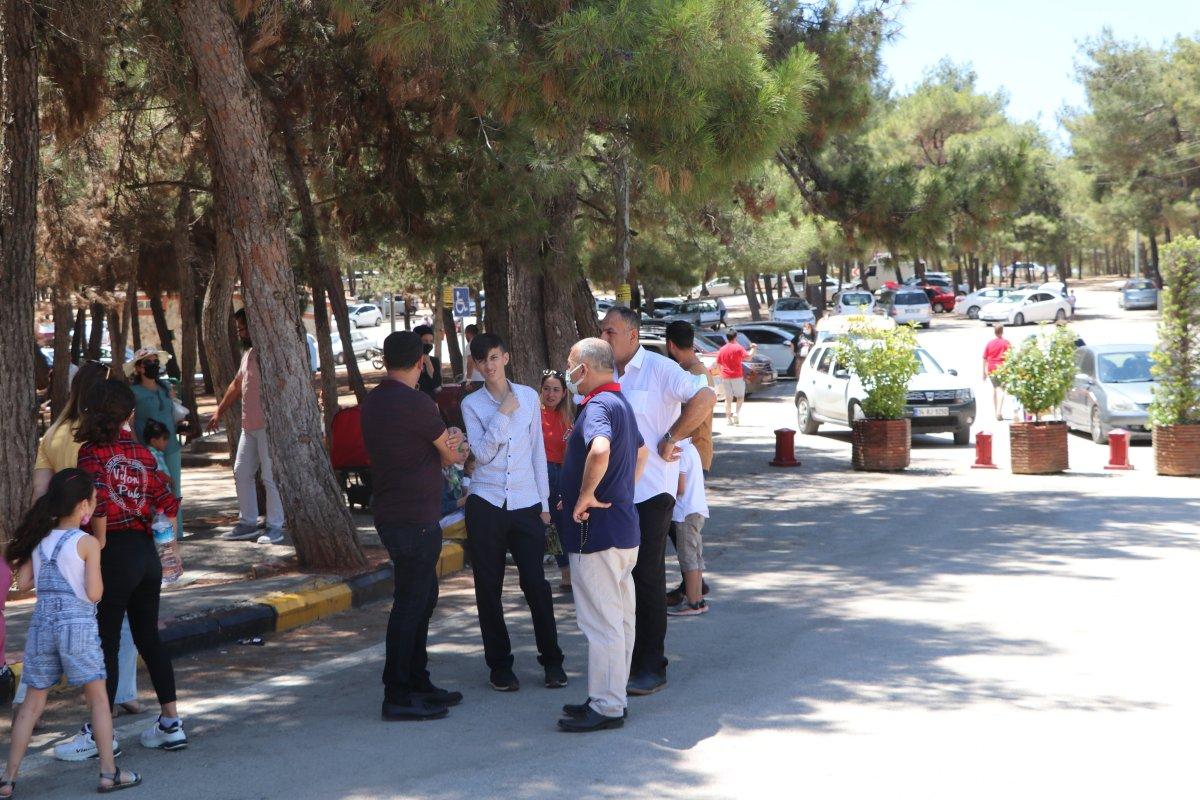 Gaziantep te kafesini parçalayan aslan bakıcıyı yaraladı #5