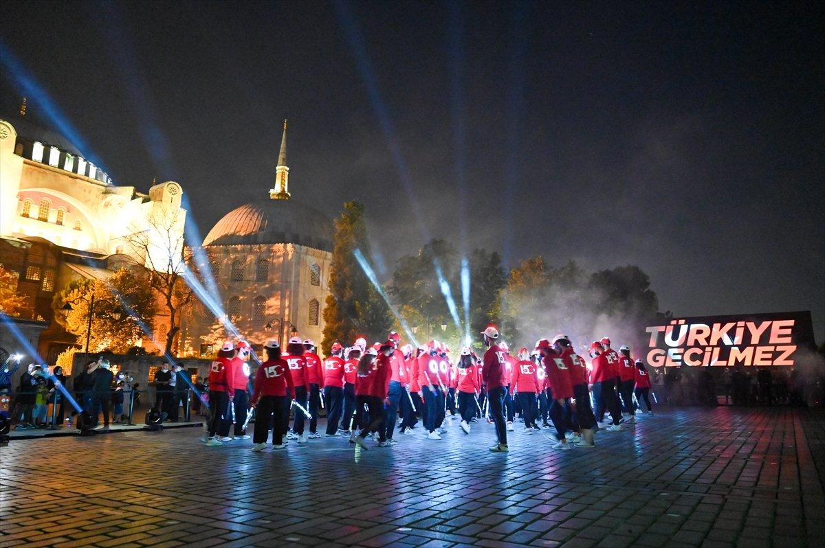 Galata Kulesi, Çamlıca Kulesi ve Ayasofya Meydanı nda 15 Temmuz temalı gösteri #7