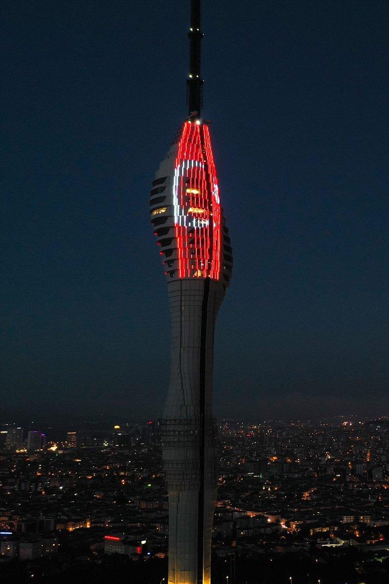 Galata Kulesi, Çamlıca Kulesi ve Ayasofya Meydanı nda 15 Temmuz temalı gösteri #12