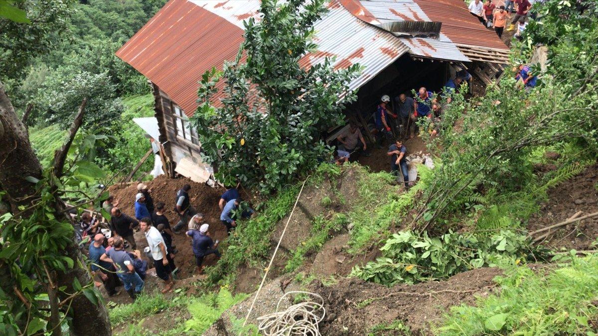 Rize de sel felaketi nedeniyle hayatını kaybedenlerin sayısı #11