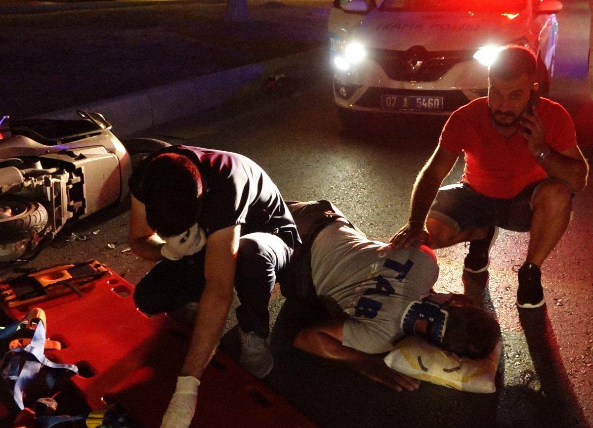 Antalya da yardım ettiği kazazede ağabeyi çıktı #1