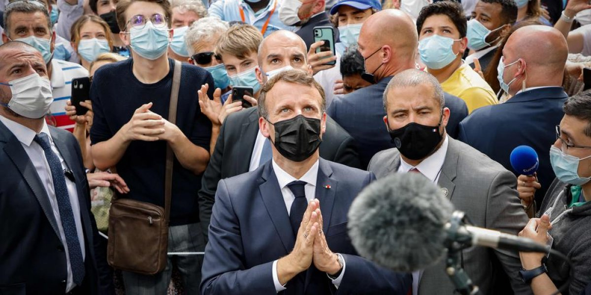 Emmanuel Macron'a, tapınak ziyareti sırasında tepki #4
