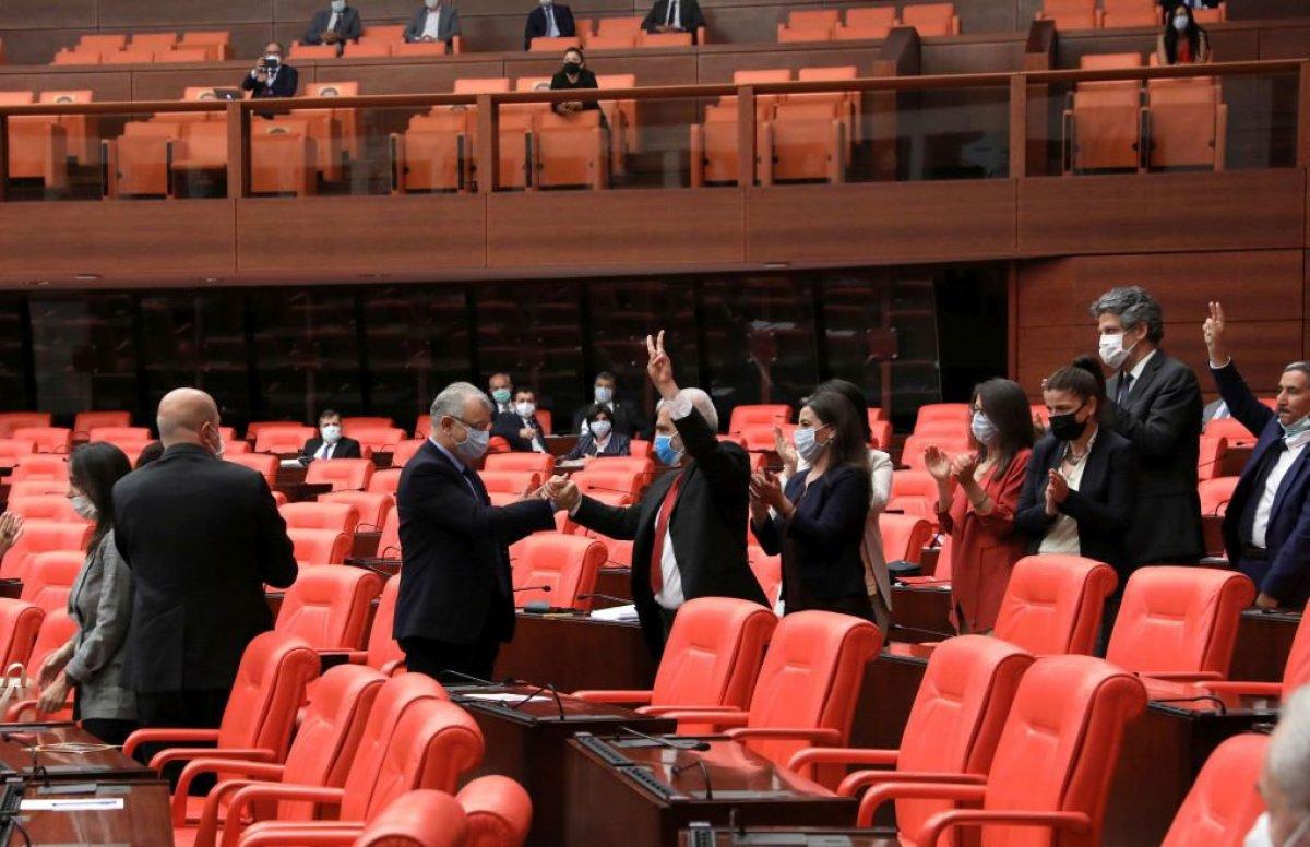 HDP li vekiller Ömer Faruk Gergerlioğlu nu zılgıtla karşıladı #1