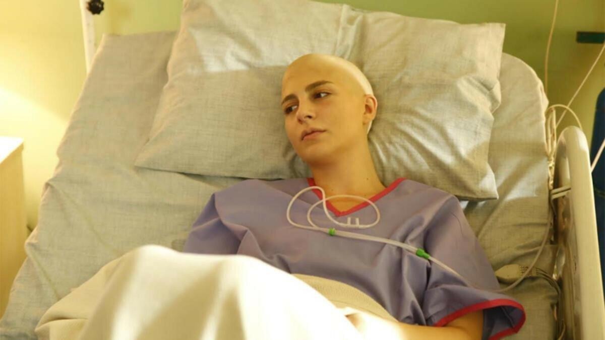 Naz Çağla Irmak yeni filmi için saçlarını kazıttı  #1