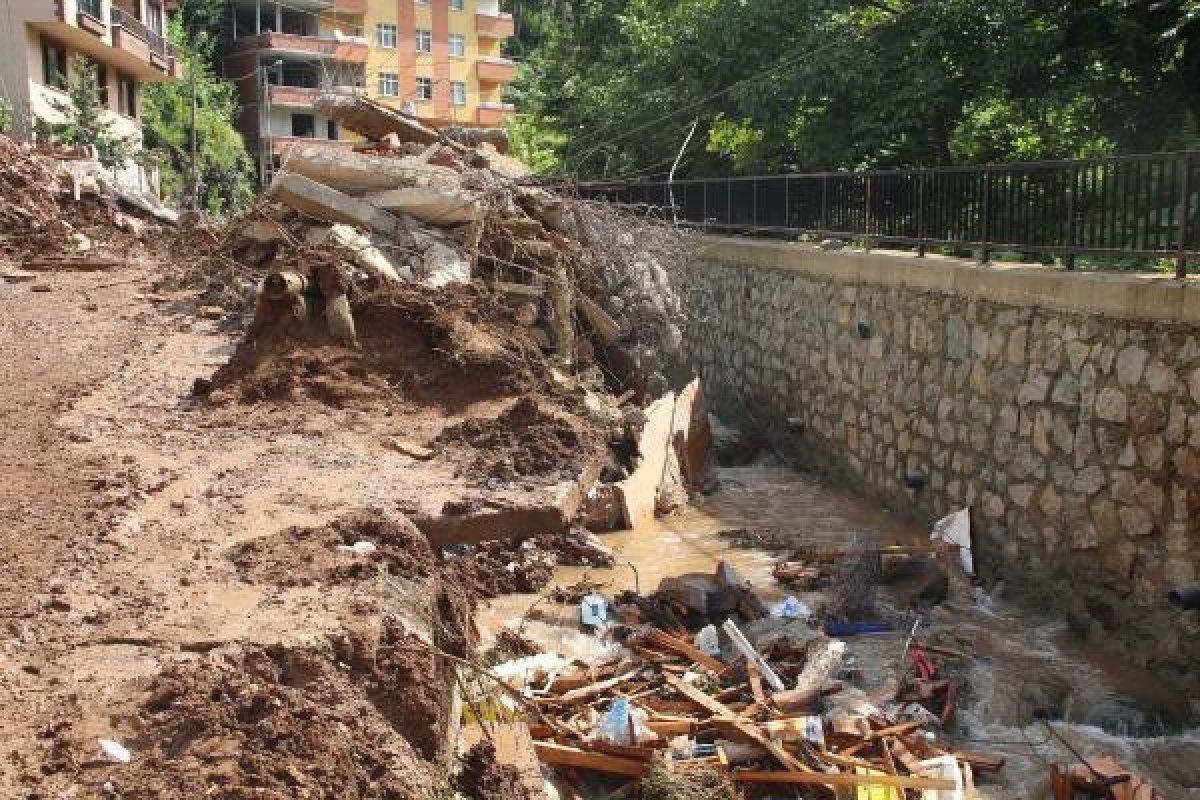 Murat Kurum: Rize de, 24 ağır hasarlı bina tespit ettik #8