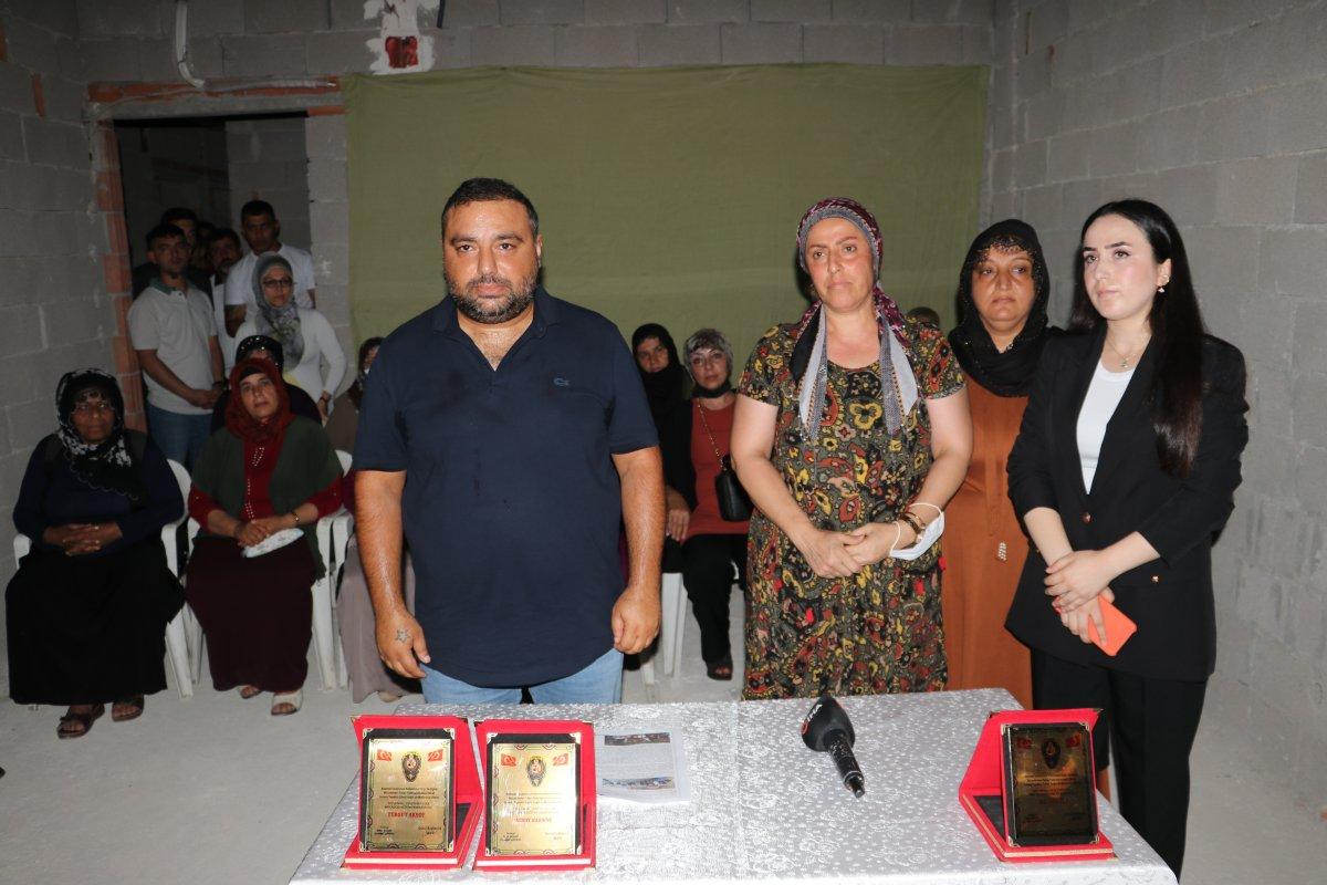 Adana da kafesten çıkan 2 kişi, uyuşturucu bağımlısı çıktı #3
