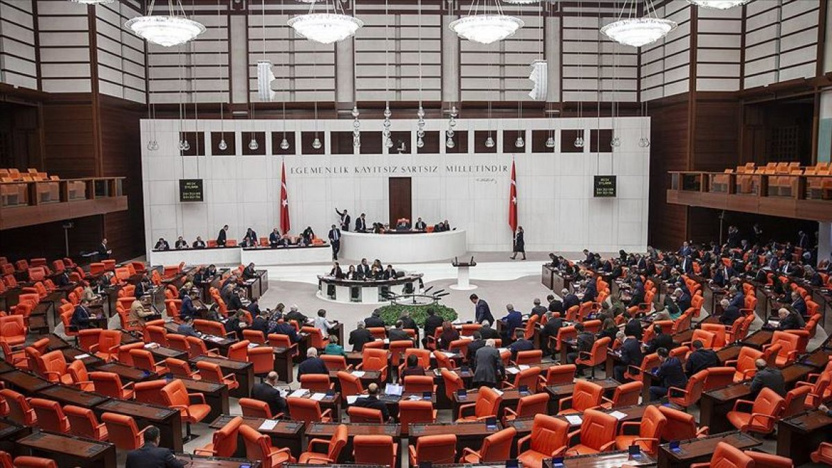 Bülent Turan: Gözaltı, ihraç düzenlemesi 3 yıldan 1 yıla indirildi #1