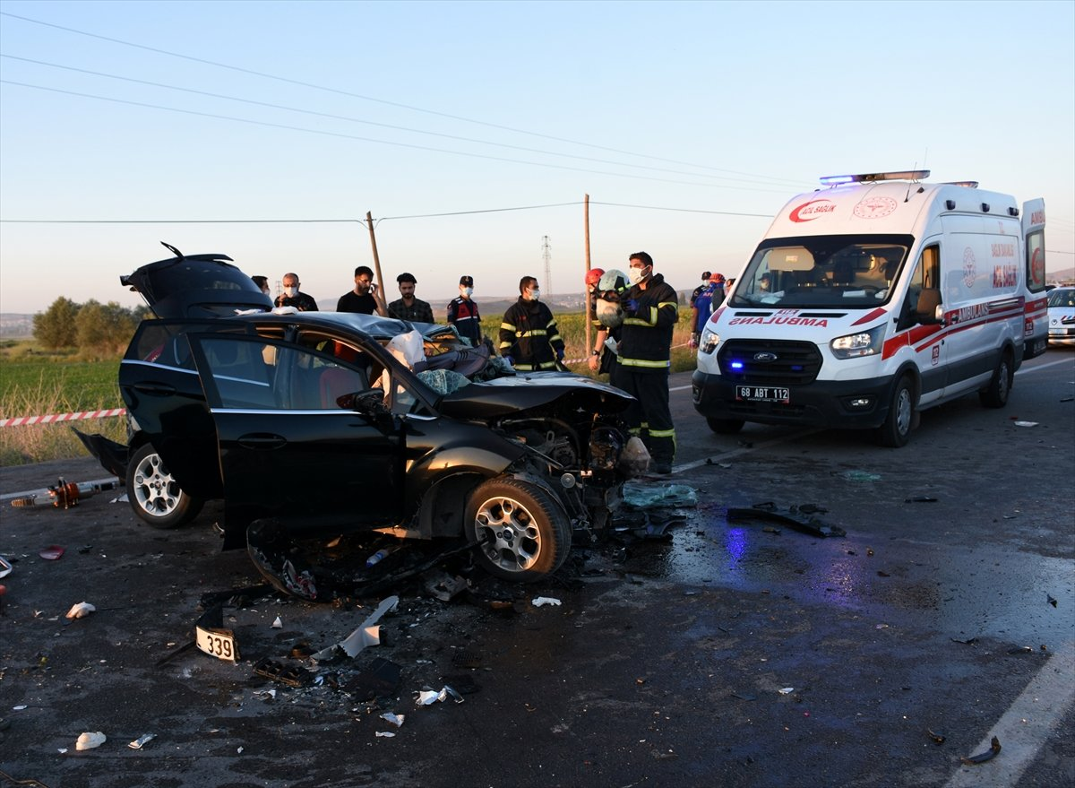 Aksaray da gurbetçinin aracı konvoydaki araçlarla çarpıştı: 2 ölü 6 yaralı #2
