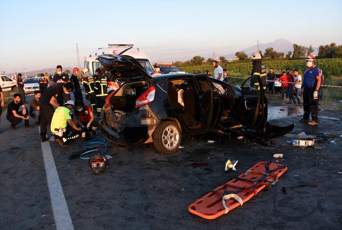 Aksaray da gurbetçinin aracı konvoydaki araçlarla çarpıştı: 2 ölü 6 yaralı #1