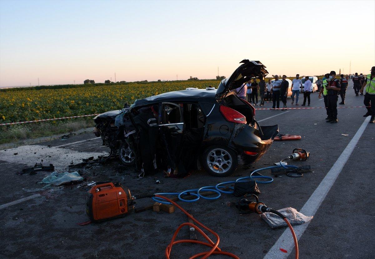 Aksaray da gurbetçinin aracı konvoydaki araçlarla çarpıştı: 2 ölü 6 yaralı #6