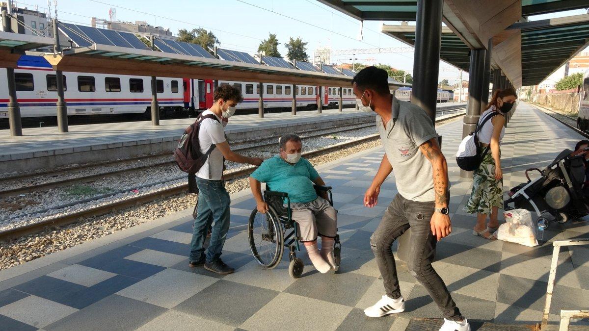 İzmir de tatilcilerin tercihi tren oldu #10