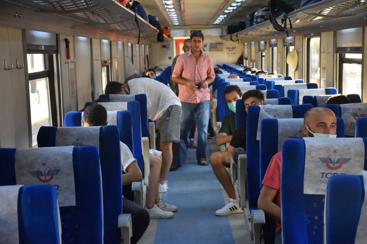 İzmir de tatilcilerin tercihi tren oldu #3