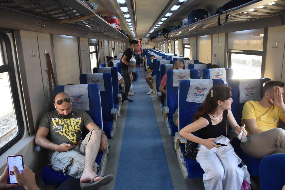 İzmir de tatilcilerin tercihi tren oldu #5