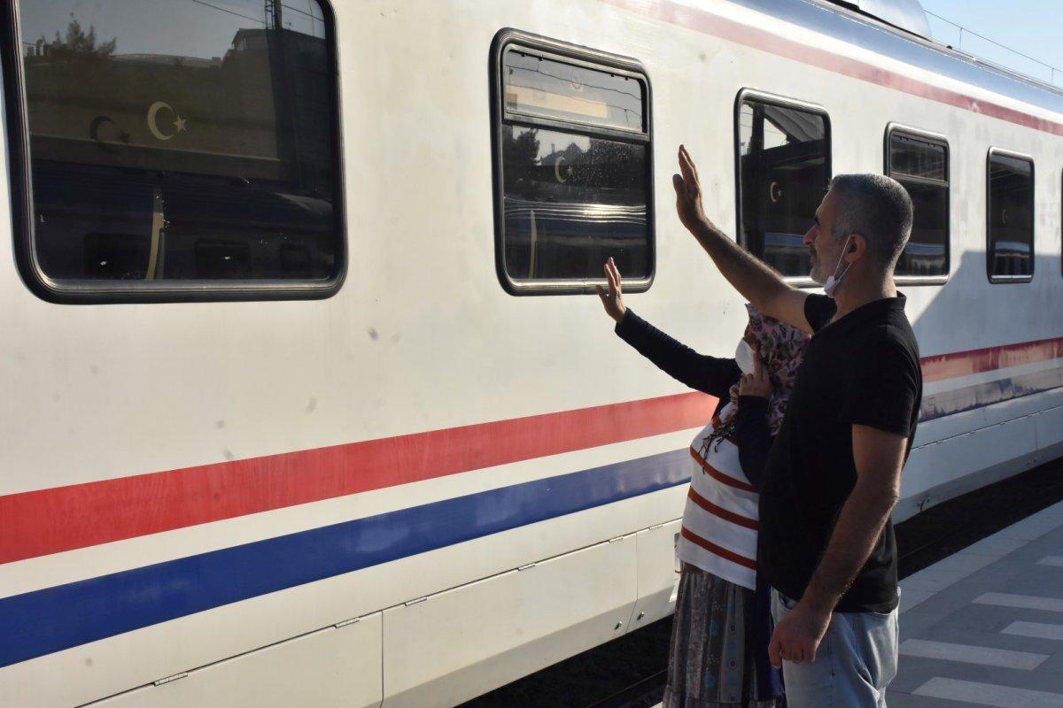 İzmir de tatilcilerin tercihi tren oldu #7