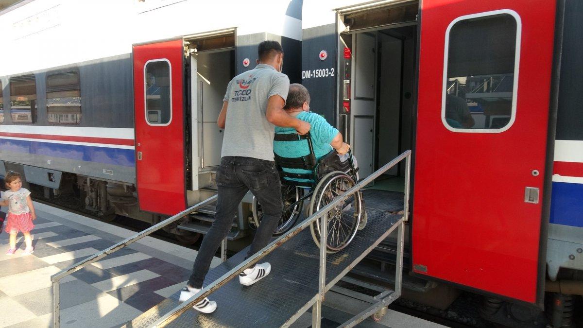 İzmir de tatilcilerin tercihi tren oldu #8