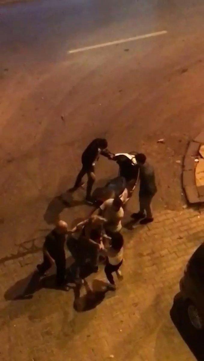 İstanbul da tekmeli tokatlı kız kavgası kamerada #2