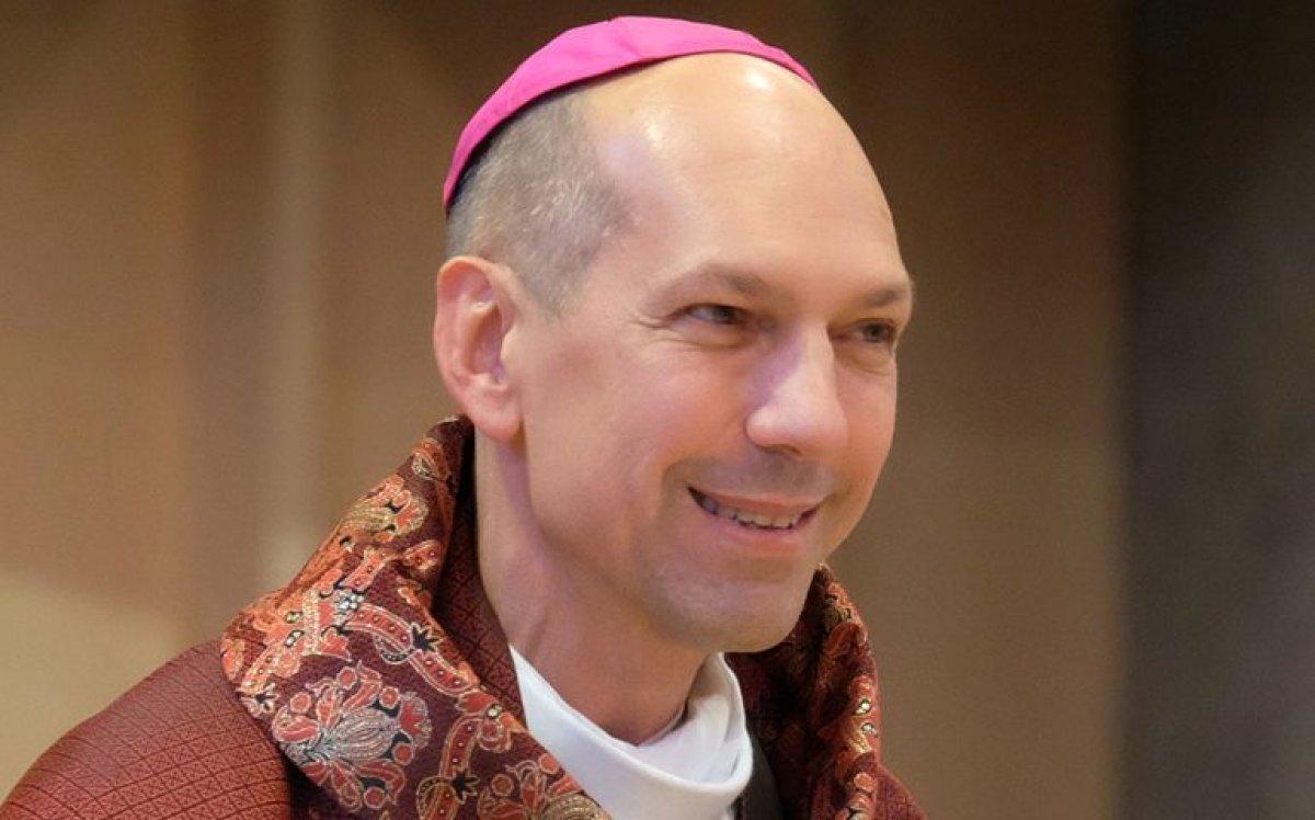 Kanada'da başpiskopos kilise okulundan sağ kurtulanlarla yüzleşti #2