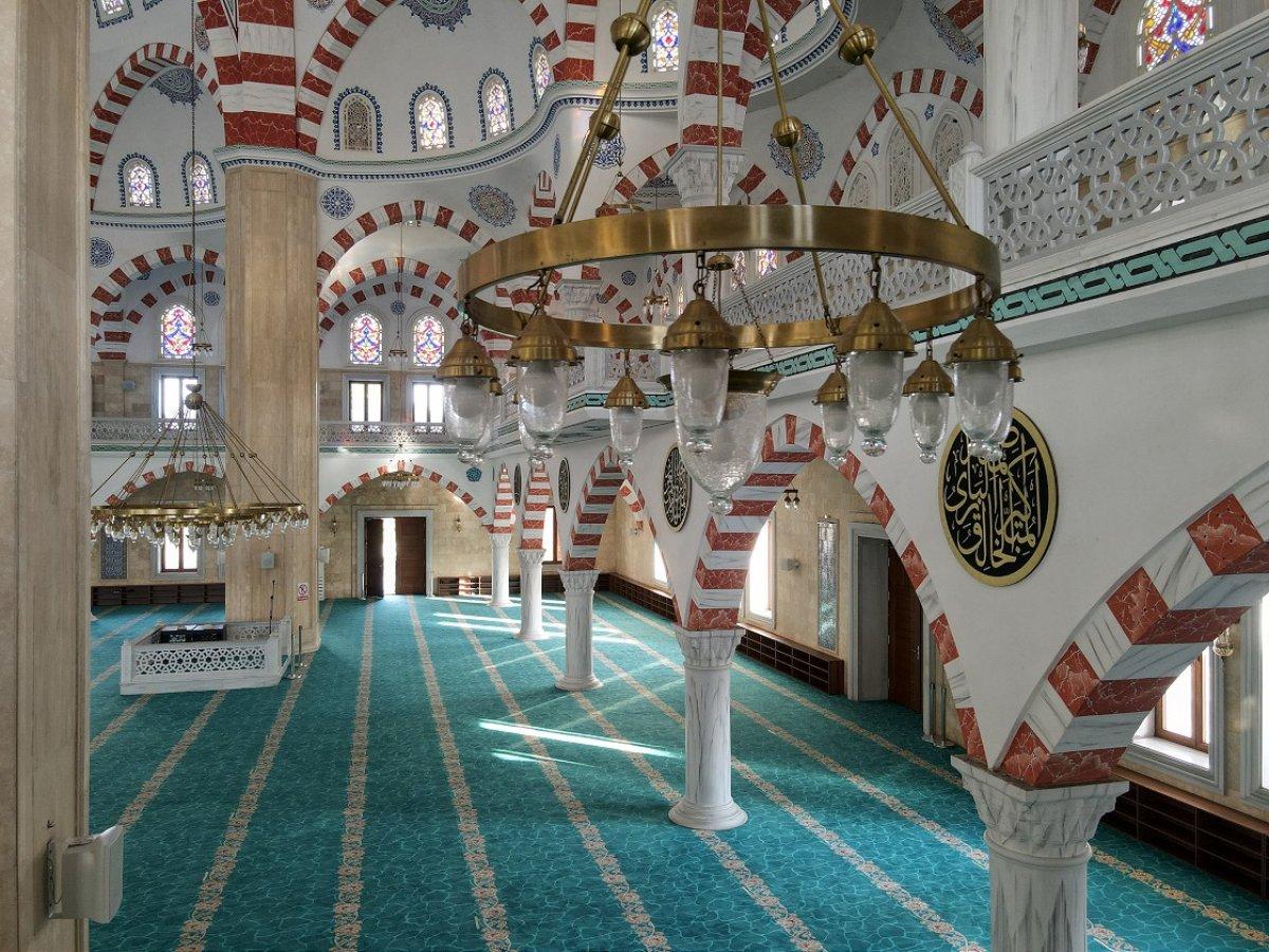 Türkiye nin inşa ettiği Gana Millet Cami ve Külliyesi ibadete açıldı #1