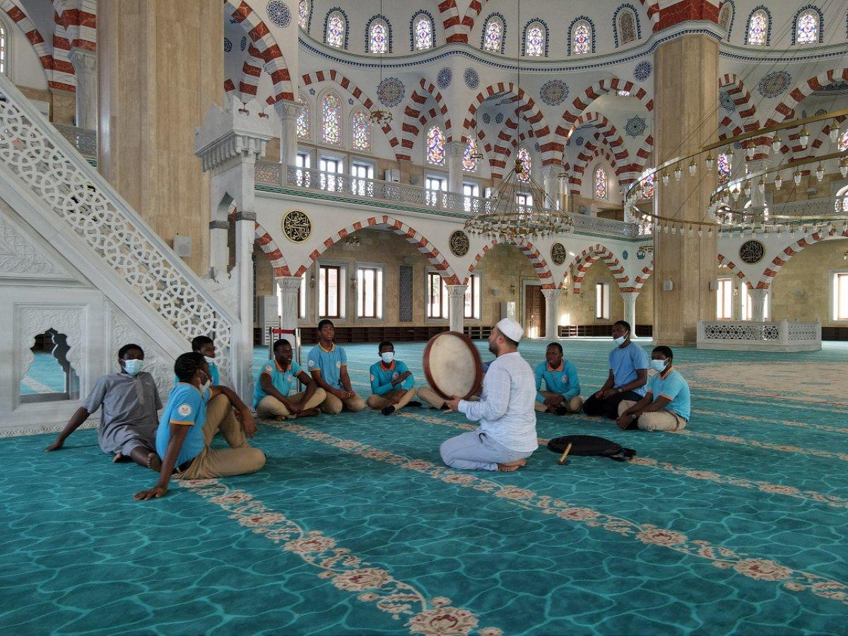 Türkiye nin inşa ettiği Gana Millet Cami ve Külliyesi ibadete açıldı #4