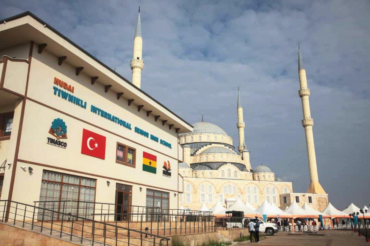 Türkiye nin inşa ettiği Gana Millet Cami ve Külliyesi ibadete açıldı #3